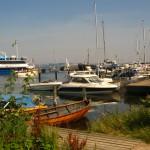 Den lilla hamnen Bäckviken där båtarna lägger till