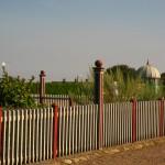 Uranienborg är borta men trädgården är restaurerad.
