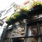 Ännu en pub, här fanns till och med ölpaj (se meny o bild)