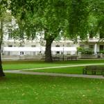 Parken utanför studentrummen, där man kan bo under sommaren