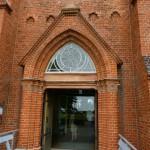 En avkristnad kyrka, som står ungefär där Uranienborg låg, tjänstgör nu som Tycho Brahe museum.