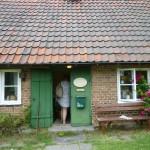 Många konstnärer bor och verkar på Ven. Man kan besöka dem och handla, i detta huset finns en silversmed.