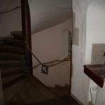 Många trappor. Här kunde någon lätt tappat bort sig. Fast kanske ännu hellre i katakomberna, där är det becksvart.