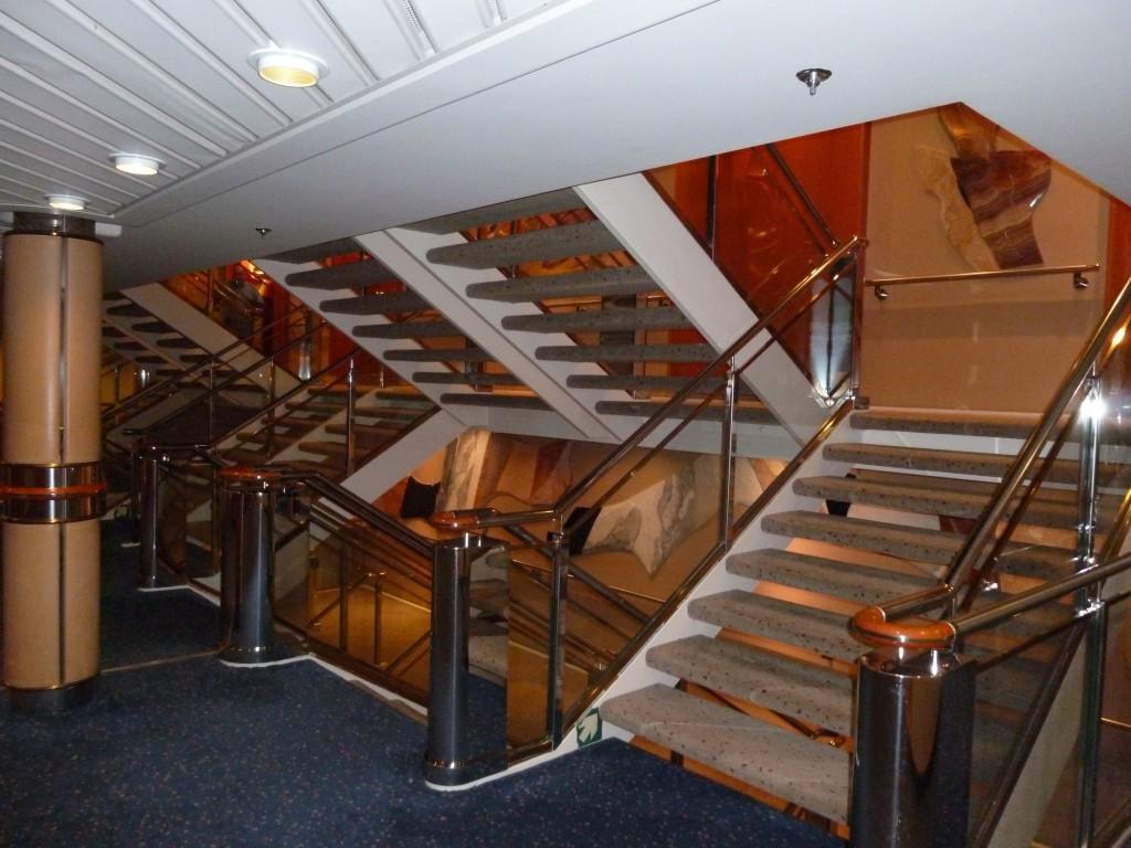 109 Ombord, trapporna var också oändliga