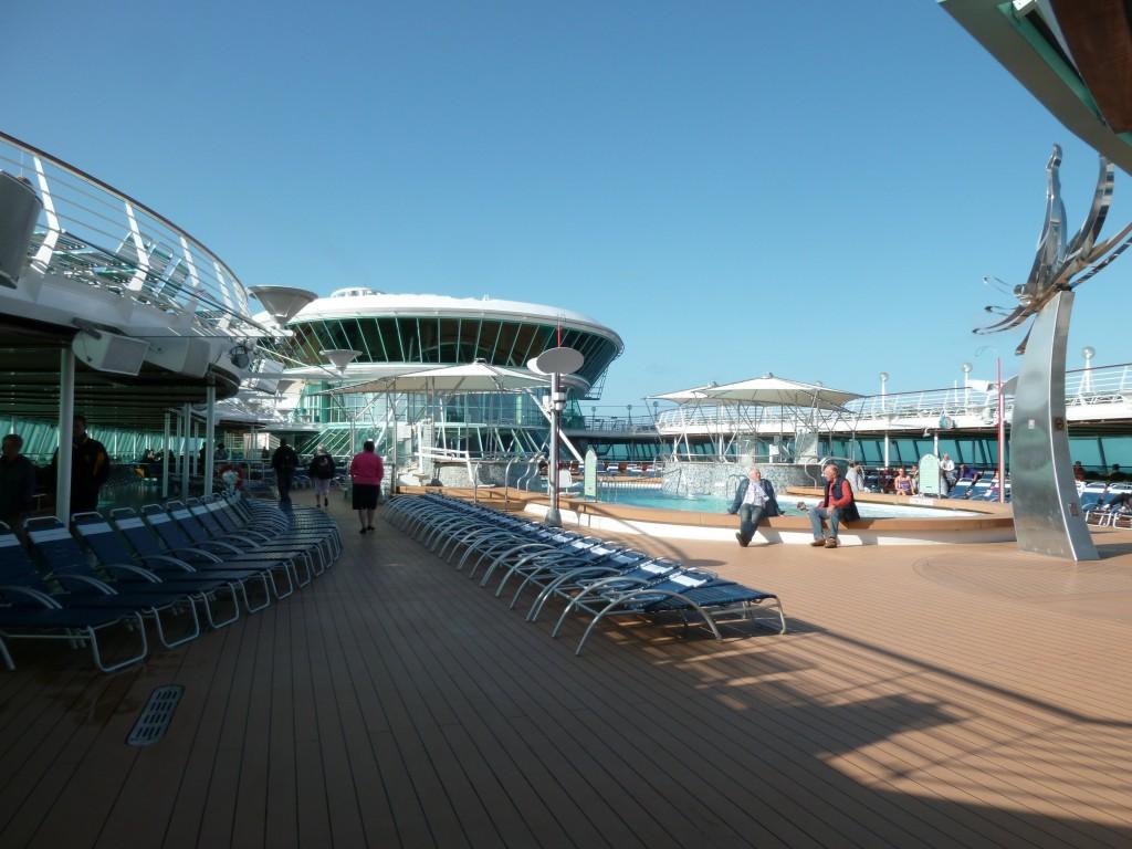 124 Ombord, utomhuspoolen