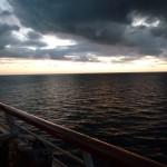 141 Ombord, Solnedgång första kvällen