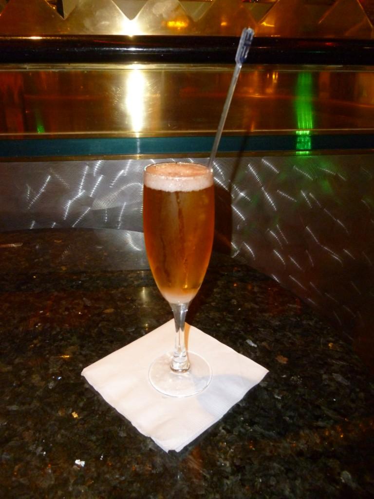 182 Champagnecocktail från champagnebaren