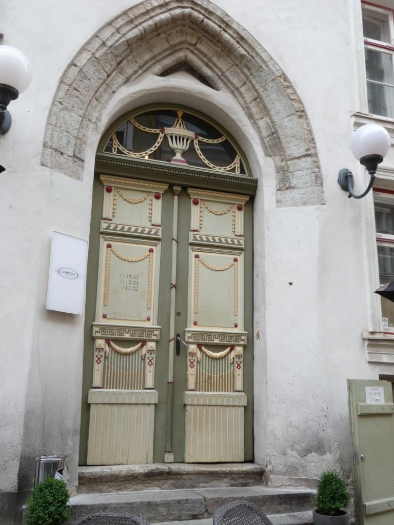 224 Tallin, vackra gamla hus fanns det gott om i gamla stan
