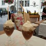 243 Tallin. När man är i Tallin skall man givetvis prova estländarnas egen Irish Coffee, som görs med den inhemska likören Vana.