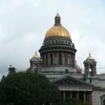 310 St Isaakskatedralen med 112 bastanta granitpelare.
