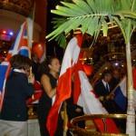 Därför ordnades en flaggparad där en eller två representanter för varje nation visade upp sin flagga.
